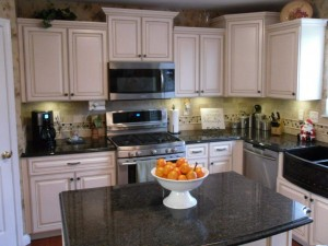 Tiered wall cabinets bring dramatic effects to your kitchen